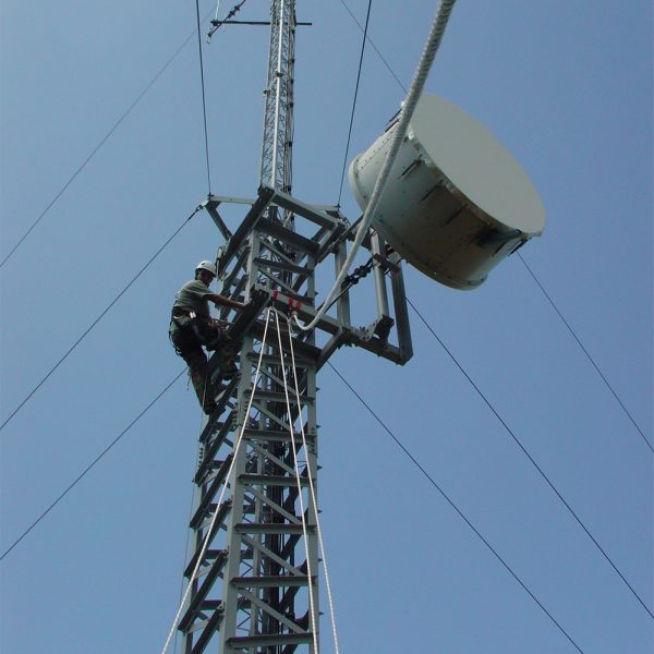 Rigging and light lifting for telecoms